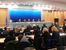 Alexiadis, Walter-Borjans und Papaggelopoulos (von links nach rechts) während der Pressekonferenz nach der Unterzeichnung der Absichtserklärung
